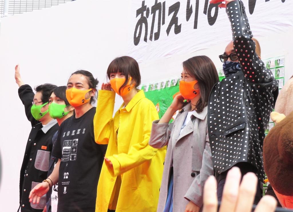 『ゾッキの日』に集まった蒲郡市民に感謝の思いを伝えた竹中、山田両監督ら